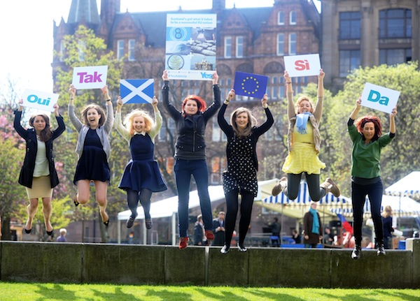 Pic Bill FlemingPic shows Yes Scotland supporters in St Andrew Square, Edinburgh