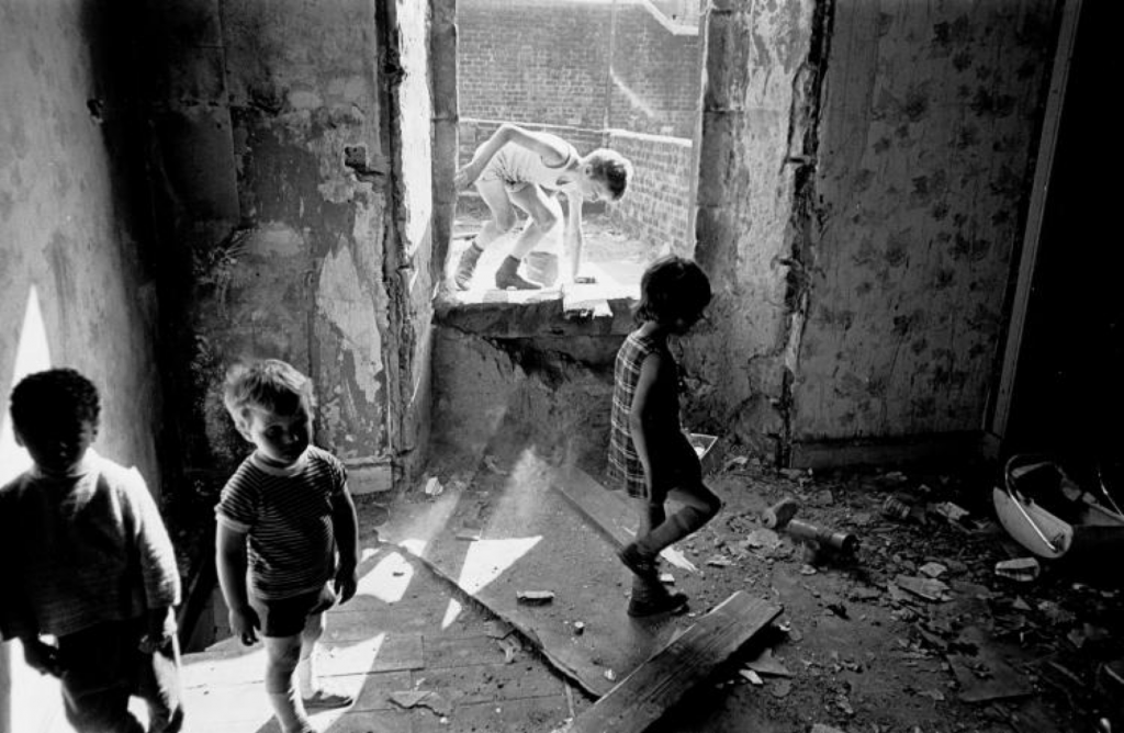 Image 4 Kids playing in Maryhill tenement 1970